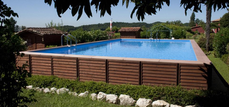 Perch scegliere una piscina laghetto fuori le mura for Piscina esterna legno